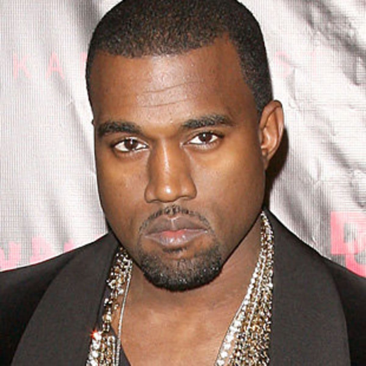 Can taylor swift sue kanye west over famous video