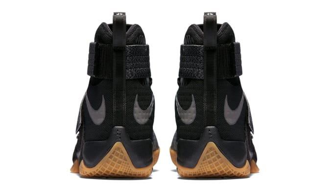 6006f90584b7 Nike Zoom LeBron Soldier 10 SFG